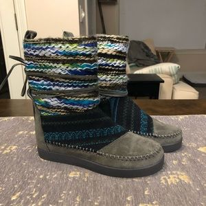 NWT Toms Grey Suede & Textile Nepal Boots